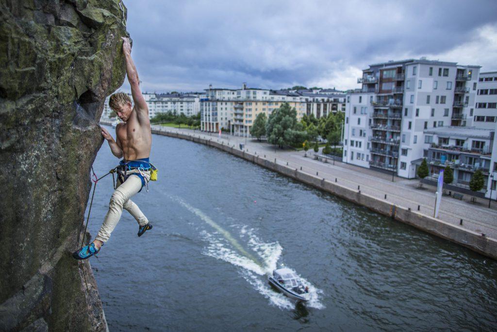 Emil Westman climbing in Stockholm city, Photographer  Alexander Rydén, Klättring
